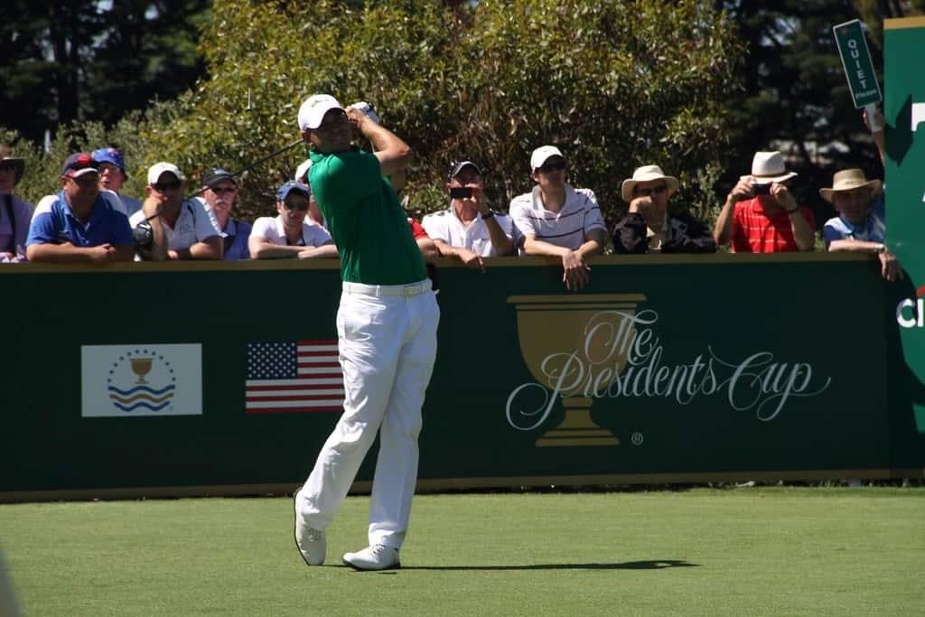 Jason Day golfing